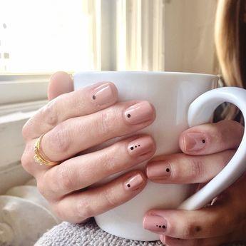 39 Stunning Minimalist Nail Art for Everyday Style