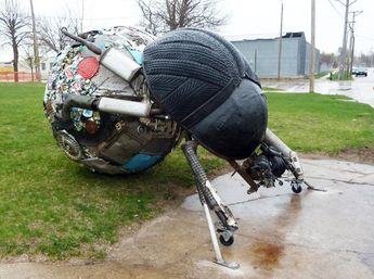 Students Create Gigantic Dung Beetle from Scrap Metal and Salvaged Tires in Iowa...