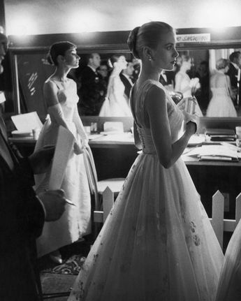 AUDREY HEPBURN AND GRACE KELLY BACKSTAGE AT 1956 OSCARS (AZ-212) Legendary actresses Audrey Hepburn and Grace Kelly in a backstage dressing room at the RKO Pantages Theatre during the 28th Academy Awards in 1956. THIS IS AN AWESOME PHOTO! Our photographs are high quality