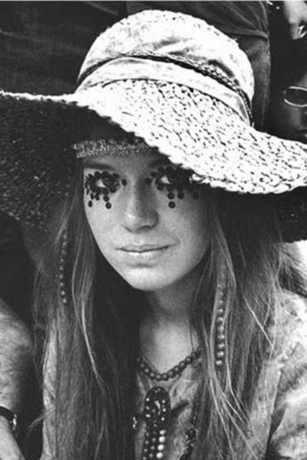 (Late 1960s) A young woman dressed in attire common to those of the hippie subculture. [660x990]
