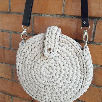 Bom diaaaa!! Bolsa Boho disponível na cor nude.  Inspiração @sandaloecedro  Encomende na cor desejada!  #croche #bolsaboho #bolsadecroche…