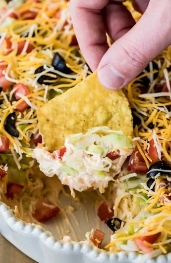 The BEST, easiest Taco Dip! This is so easy to make and so good! #tacodip #recipe #dip #cookout #summerfood
