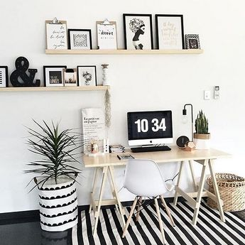 Ce coin travail est si inspirant #muramur #mam #office #scandinavian #style #homedecor #blackandwhite #frames #inspiration #regram @love_siiarirose