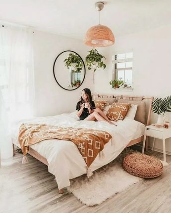 38+ Cozy Bohemian Bedroom Ideas for Your First Apartment #bedroomdecor #bedroomdesign #bedroomideas » Home Alone