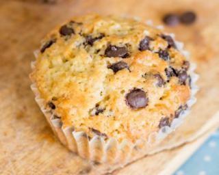 Muffins diététiques aux pépites de chocolat pour petit déjeuner au bureau