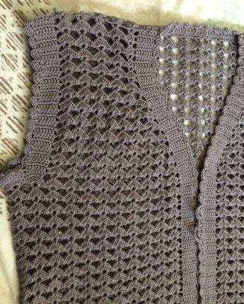 İyi akşamlar 🌔🌔🌔 . . . Sipariş ve bilgi için DM 🌺 . . . #bayangiyim #bayanyelek #yelekmodelleri #yelekörnekleri #yelek #hediye #örgü #örgümodelleri #knitting #handmade #crochet #yarn #tığişi #iyiakşamlar