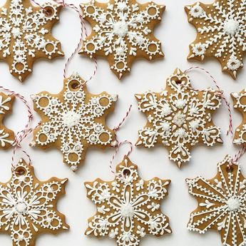 I love decorating the tree with edible ornaments! See the tutorial on how to make these gingerbread snowflakes on my blog at SweetAmbs.com  Follow me on Snapchat to see what I'm working on next amber_sweetambs Repost @sweetambs #GourmetArtistry #HappyHolidays #recipeoftheday #picoftheday #photooftheday #gastronogram #gastroart #foodandwine  #eeeeeats #food52 #f52grams #foodporn #foodstagram #foodstyling #instapic #instafood #instalike #igtoronto #igerstoronto #torontoeats #torontofoodies #huffpostgram #huffposttaste #lifeandthyme #beautifuldesserts #homemade #homebaker #fromscratch