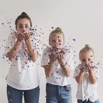 Mom And Daughters Take Photos In Matching Outfits, But 4-Year-Old's Personality Steals The Show