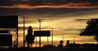 Hay lugares donde uno se queda y lugares que se quedan en uno.     #nofilter #sunset  Hay lugares donde uno se queda y lugares que se quedan en uno.     #nofilter #sunset #landscape #travelgram