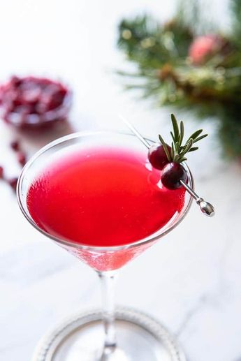Gussied up for the holidays, this easy Winter Cape Cod Cocktail recipe makes good use of leftover cranberry sauce! Cranberry juice, vodka and lime round things out in this refreshing vodka cocktail! #cranberrysauce #vodkacocktails