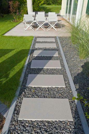 New DIY Garden Stepping Stone Ideas #gardensteppingstones