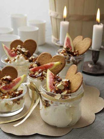 Yoghurt med pepparkakskross, kanderade nötter och fikon