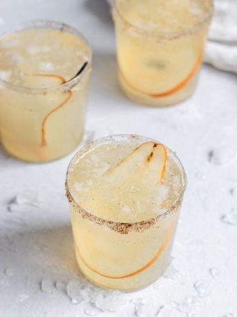 Pear & Vanilla Gin Fizz Cocktail