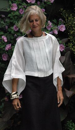 Great tucked linen top. Stunning black and white look when entering any location!
