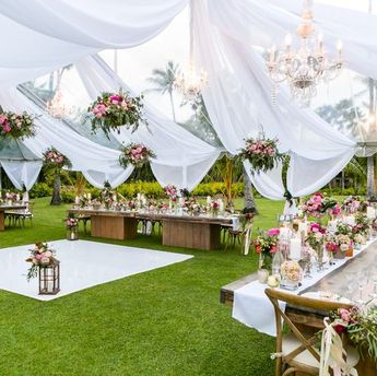 One of our all-time favorites from @unveiledhawaii! We can't handle this reception! (Photo by Mike Adrian)