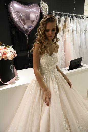 41ac8187917b6 Off shoulders wedding dress Elizabetty by Olivia Bottega. Big train 1meter,  lower fabric lace