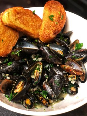 STEAMED MUSSELS WITH WHITE WINE AND GARLIC - Carolina Meat & Fish Co.