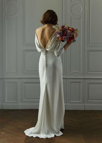 Notre Robe Numéro 32 #amour Photo @davidpaige Fleurs @nue.paris Modèle @mashasilchenko Mua @anissarenko . . . #newcollection #celinedemonicault #bridal #robedemariee #weddingdress #novia #weddinggown #vestiodenovia #bridalinspiration #frenchdesigner #madeinparis #savoirfaire #artisanat #couture #madeinfrance #madewithlove