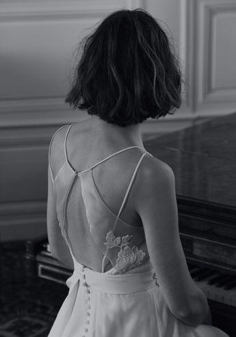 Notre Robe Numéro 31 #amour Photo @davidpaige Fleurs @nue.paris Modèle @mashasilchenko Mua @anissarenko . . . #newcollection #celinedemonicault #bridal #robedemariee #weddingdress #novia #weddinggown #vestiodenovia #bridalinspiration #frenchdesigner #madeinparis #savoirfaire #artisanat #couture #madeinfrance #madewithlove