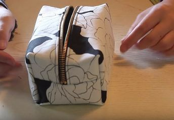 Sew Your Own DIY Cosmetics Bag This Christmas