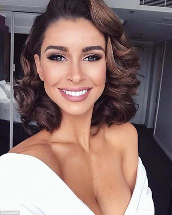 Model, Ellie Gonsalves, 26, reveals her daily makeup routine