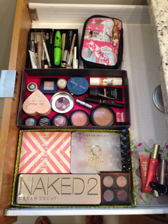 Best way to organize makeup???? SHOE BOX LIDS!!! Cheep and highly effective!!!