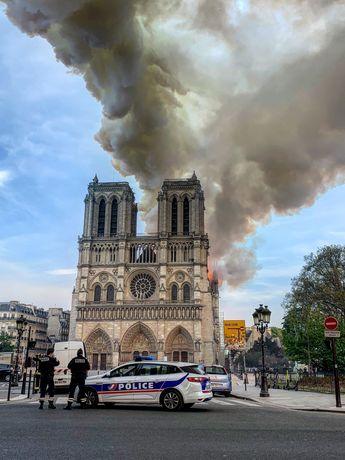 Ravagée par un incendie, Notre-Dame de Paris sera reconstruite