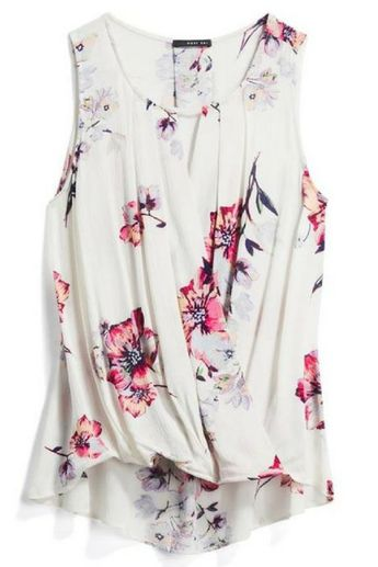 Feminine floral blouse. Pair with a blazer for work or skinny jeans and sandals for date night. Try Stitch Fix now and get a $25 credit for a limited time!! Perfect put together looks for spring and summer. Sign up for stitch fix today and get amazing pieces delivered straight to your front door by your own personal stylist. Keep only what you love or send it all back. Free shipping both ways! #stitchfix #summeroutfit #workclothes #fashioninspiration