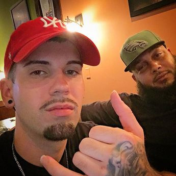 i Shellhammers !! good vibes  good drinks with good ppl @smittybuffett_of_aof @marie_denise8111  #goodnight #goodvibes #shellhammers #delaware #drinks #weekend #fun #party #fresh #delaware #newark #newarkde #tattoos #guyswithtattoos #asicalao #carifresco #corona #niisan #lafamilia #fly #birdgang #philly #delaware #delawarebarbers #faded302 #anasty #worldstar #baltimore #westbaltimore #coppinheights #druidhillpark #newarkde