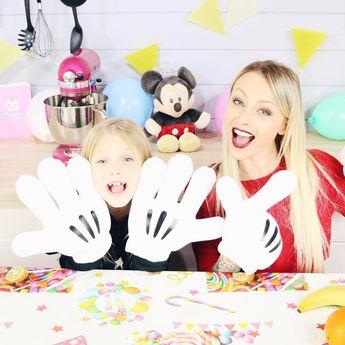 Avez vous vu notre nouvelle vidéo ? Avec les mains de Mickey, même faire un smoothie devient compliqué Quel emoji utiliseriez vous pour résumer ce challenge ? ____________________________________________________ #mickey90 #fun #youtube #latelierderoxane #jevousaime #teamgourmandise