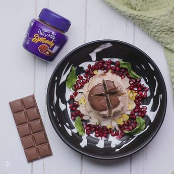 Ingredients: For the mix 250 gm Cadbury dairy milk spready ¾ cup condensed milk 500ml fresh cream 300 ml milk ¼ cup sliced almonds ¼ cip sliced pistachios Pinch of saffron Method: 1. Take all the ingredients in a bowl. 2. Mix well & pour into either paper cups or ice cream molds. 3. Freeze for 3-4 hours. 4. Garnish either with more Cadbury spready or roasted coconut shavings. 5. ¼ cup sliced pistachios either paper cups or ice cream moulds.  #chocolate #cadbury #spready Check out the link below: