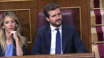 Pablo Iglesias arremete contra Pérez Reverte en el Pleno Investidura de ...