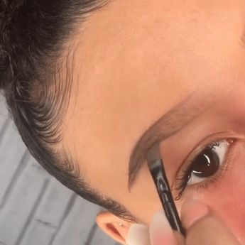 #eyebrows #eyebrowmakeup #eyebrowsonfleek #eyebrowshaping #eyebrowshapes #makeup #makeuptips #makeuptutorial #makeuplooks #eyemakeup #eye #makeup #videos