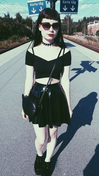 Awesome goth girl.   I miss the cool alternative styles from the 90s and 80s.