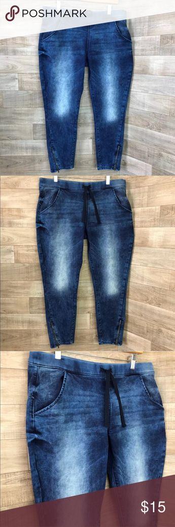 "Denizen Juniors Size 17 Levi Jogger zipper Ankle 27"" inseam Excellent preowned condition with no flaws Levi's Pants Track Pants & Joggers"