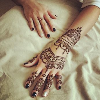 Simple And Easy Mehndi Design For Brides