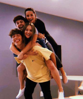 "@famouslyannie on Instagram: ""This is so cute aw 💕💕💕 • • • #hannie #bratayley #annieleblanc #hayleyleblanc #celebratelife #bratayleyfacts #brat #chickengirls #youtube…"""
