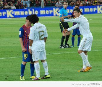 OMG!! They gonna kiss! Referee, do something!!