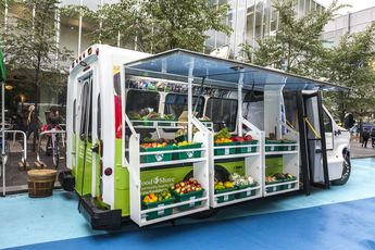 Mobile Market Brings Fresh Fruits and Veggies to Food Deserts