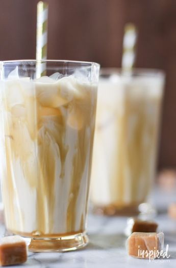 Love this fall cocktail recipe!  Salted Caramel White Russian cocktiail receipe | #fall #cocktail #saltedcaramel #caramel #whiterussian