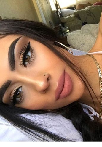 Nice look and makeup | Inspiring Ladies