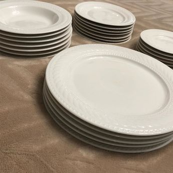 Set of white dishes with a pretty design$15.00 LINK IN BIO