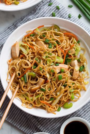 Easy, crave-able Chinese take-out recipe. It's packed with noodles, chicken and veggies and everyone is sure to love it! #chowmein #noodles #chinese #recipe