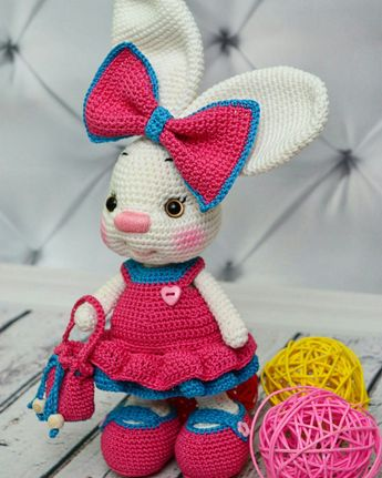 Pretty Bunny amigurumi in pink dress