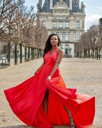 Glamourous ✨ 📸: @lornathorburn  Shoot for @portrait_madame ————————————————— #paris #glamour #dress #red #princess #shoot #shooting #couture #hautecouture #louvre #elegance #model #frenchmodel #photography #africanskillingit #africangirl #westafrican #africanqueen #blackgirlskillingit #feerique