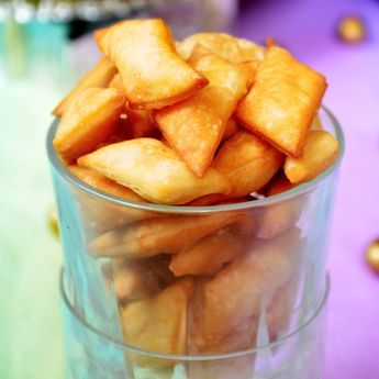 Sweet diamond cuts - a great tea time snack that is crispy and mildly sweet