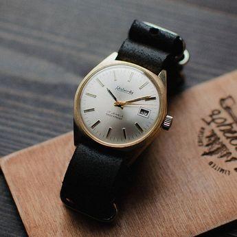 72d453c10fc Rare soviet men s wrist watch Svet - Light