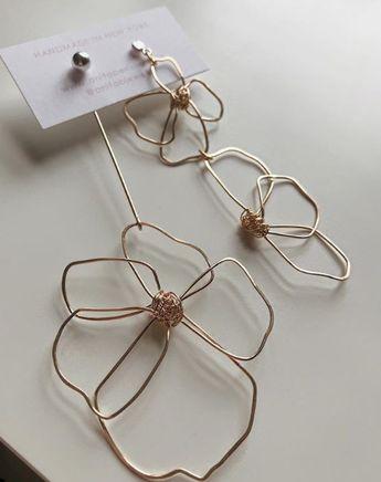 Flower Wire Asymmetrical Earrings