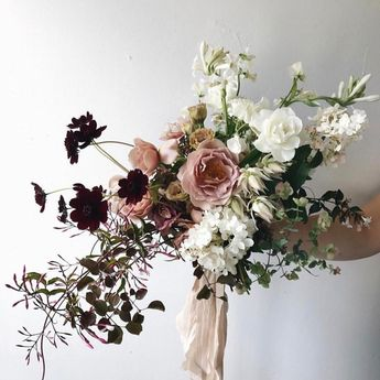 Totally in love with this @lambertfloralstudio bouquet with #froufrouchic! 😍
