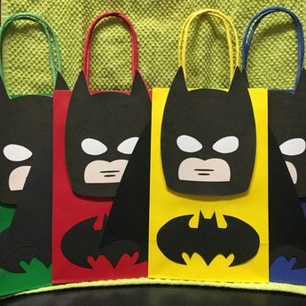 BATMAN Birthday Party (Set of 10) Favors/ Bags/ Goodie/ Loot/ Candy/ Treats/ Supplies/ Decorations/ Fiesta/ Gifts